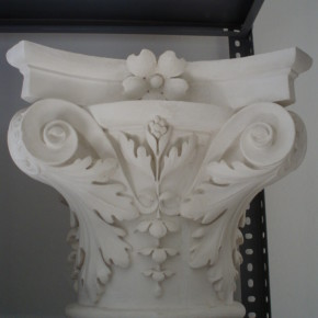 Capitello neoclassico in stucco. Capitelli: Rif. 501